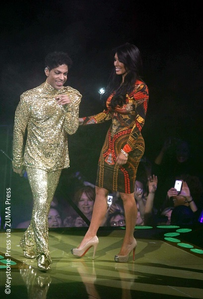 Prince kicks Kim Kardashian off stage