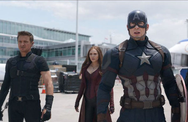 Jeremy  Renner, Elizabeth Olsen and Chris Evans in Captain America: Civil War