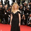 Julia Roberts goes barefoot at Cannes