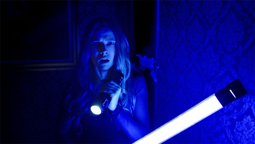 Lights Out stars Teresa Palmer and Maria Bello