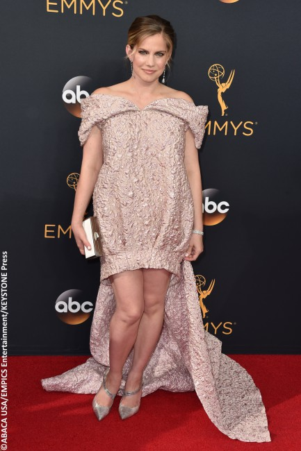 Was it a drape? A comforter? A gym bag? It's difficult to actually call Anna Chlumsky's blush-colored, bubble-resembling Christian Siriano piece a gown, but that's technically what it was. The Veep actress' lilac mini-dress did nothing for her figure, and had an unfortunate cape that dragged behind her (in an effort to drag her back […]
