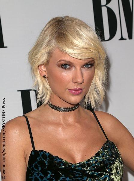 Dj Denies Groping Taylor Swift S Bare Bottom Celebrity
