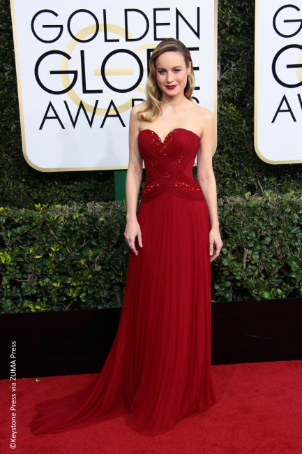 Last year's Golden Globe winner Brie Larson chose to be the lady in red as she wore a fitting strapless Rodarte gown with a sweetheart neckline and a strong silhouette that accentuated her curves. She completed this ensemble with Forevermark Diamonds, a red velvet matte lip by NARS, and let her glam curls flow over […]