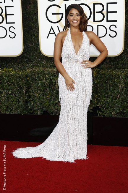 Flirty and thriving in a Naeem Khan dress was Jane the Virgin star Gina Rodriguez. Always on point with her Golden Globes ensemble, the actress flaunted her cleavage with a plunging V-neckline. The sparkling halter dress looked great on the actress and she managed to pull it off with grace and panache.