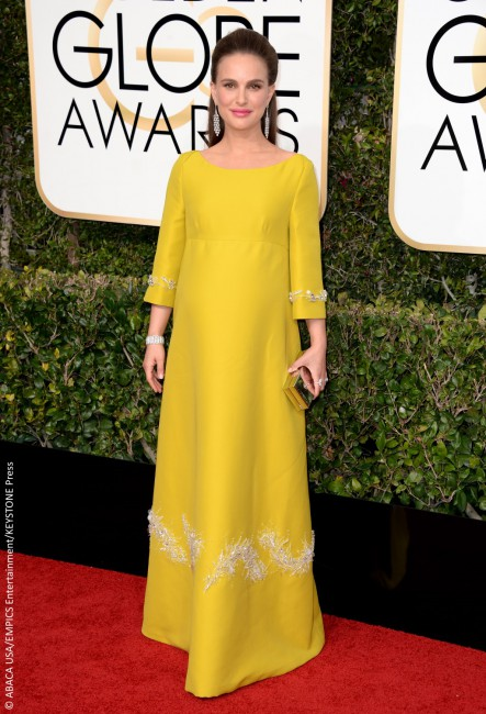 Are we the only ones who suddenly craved a lemon meringue pie when we saw Natalie Portman's Prada maternity gown? Not only was the color, shape, and fabric a bad choice, but the half-up/half-down mini-bouffant made the Oscar winner look about 20 years older than her youthful 35 years. Thankfully, Natalie's $200K Tiffany & Co. […]