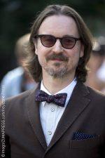 Matt Reeves in talks to direct The Batman film.