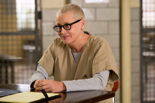 Lori Petty was originally cast in the role of straight-laced San Angeles police officer Lenina Huxley in Demolition Man (1993), but due to creative differences, left the role a few days into filming. Perfect timing for relatively unknown actress (and soon-to-become superstar) Sandra Bullock to take over.