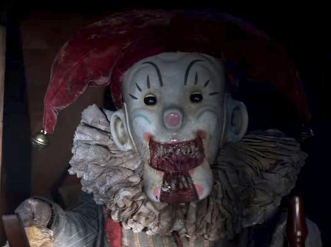 The idea of a jack-in-the-box is kind of scary already. Spinning around a lever until something jumps out to scare you seems nerve-racking, doesn't it? So the creators of 2015's Krampus decided to make it worse by giving the toy a set of sharp teeth and an appetite for people!