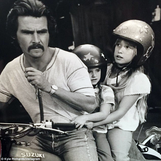 James Brolin, Kyle Richards and Kim Richards in The Car (1977)