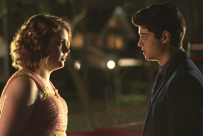 Sierra Burgess (Shannon Purser) does not fall into the definition of high school pretty, but when her crush Jamey (Noah Centineo) mistakenly texts her, thinking she's popular, hot girl Veronica (Kristine Froseth), they begin a conversation that shows how much they have in common. Desperate to keep his attention, Sierra has Veronica fill in for […]