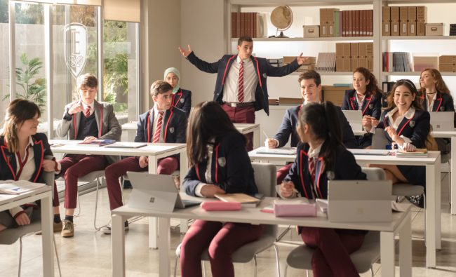 Las Encinas is the most exclusive academy in Spain. The elite send their children there to study, but when a nearby school is destroyed by an earthquake, the students are divided up and sent to different high schools in the area. Three working class kids are admitted to Las Encinas, setting off a clash between […]