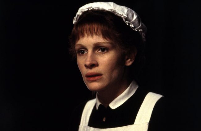 Julia Roberts' portrayal as the titular Irish chambermaid in Mary Reilly was missing one thing: an Irish accent. Instead, Roberts delivered her lines with an accent more akin to that of someone from the Deep South. Believe it or not, she actually hired a voice coach to help her achieve this confusing Southern drawl.