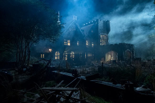 Based on Shirley Jackson's 1959 gothic horror novel of the same name, this 10-episode series is a modern take on the story of five siblings who grew up in Hill House, known as the most famous haunted house in America. Now adults, they're reunited when their youngest sister commits suicide, forcing them to finally confront […]