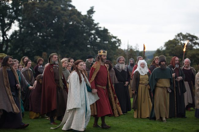 The true story of Robert the Bruce (Chris Pine), who transforms from defeated nobleman to outlaw hero during the oppressive occupation of medieval Scotland by Edward I of England. Despite grave consequences, Robert seizes the Scottish crown and rallies an impassioned group of men to fight back against the mighty army of the tyrannical King […]