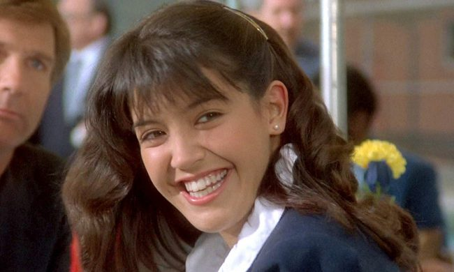 Actress Phoebe Cates was pretty huge in the 1980s after starring in the films Fast Times at Ridgemont High and Gremlins. But in 1994, she stepped out of the spotlight and quit acting to focus on raising her children. Although she made an appearance in the 2001 independent film The Anniversary Party, she still hasn't […]