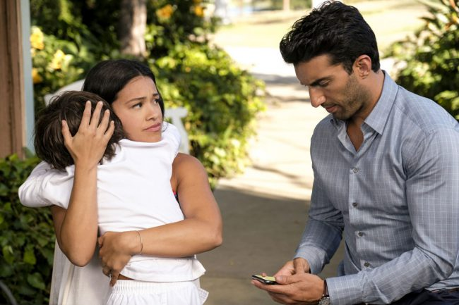 In the final season of the popular series Jane the Virgin, Michael (Brett Dier) is alive, but he has a new identity as Jason, a ranch hand from Montana who has no memories of Jane (Gina Rodriguez) or their married life. Now very much in love with Rafael (Justin Baldoni), Jane is shocked by Michael's […]