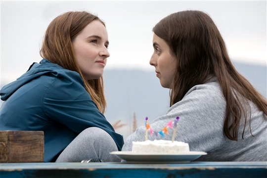 Kaitlyn Dever and Beanie Feldstein in Booksmart