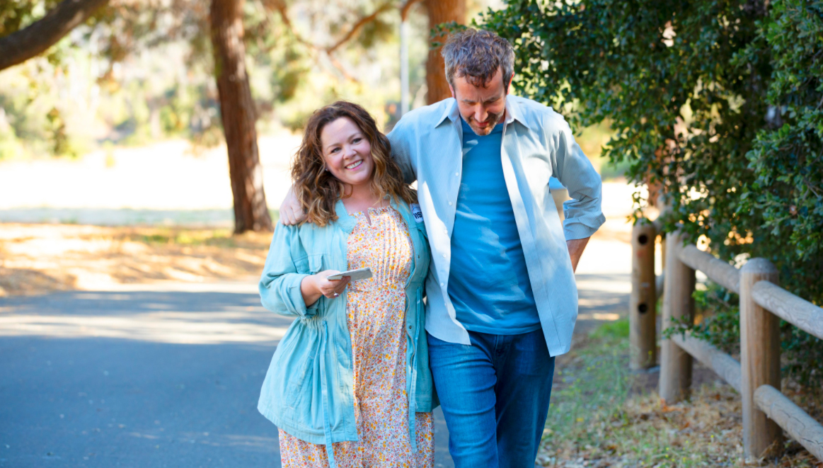 Melissa McCarthy and Chris O'Dowd in The Starling