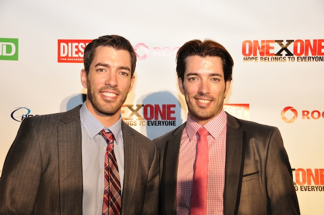 Jonathan and Drew Scott Shirtless http://www.tribute.ca/tiff/index.php/2012/09/09/lauryn-hill-headlines-onexone-charity-show/drew-and-jonathan-scott/