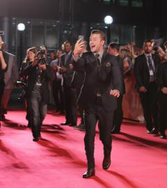 Justin Timberlake gets goofy on TIFF red carpet