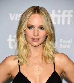 Jennifer Lawrence stuns at mother! press conference