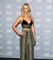 Jennifer Lawrence posing for photos