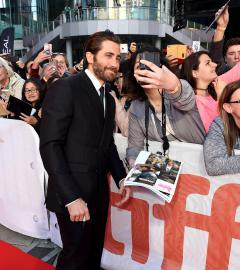 Jake Gyllenhaal and Miranda Richardson rock Stronger red carpet!