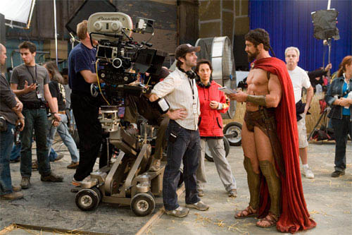 "Director ZACK SNYDER (center) and GERARD BUTLER who portrays Leonidas, discuss a scene on the set of Warner Bros. Pictures', Legendary Pictures' and Virtual Studios' action drama ""300,"" distributed by Warner Bros. Pictures. - Large"