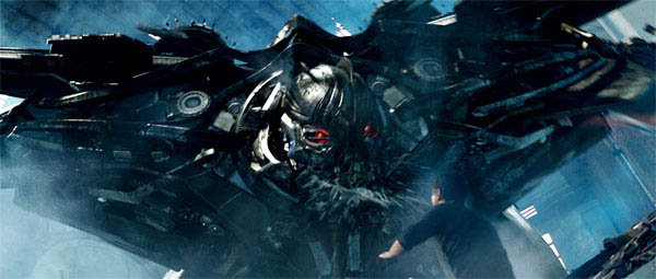 Starscream terrorizing the humans in Transformers: Revenge of the Fallen
