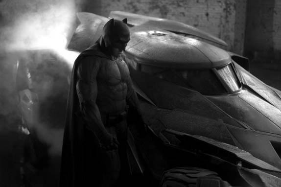 Batman v Superman: Dawn of Justice Photo 16 - Large