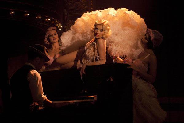 Burlesque Photo 10 - Large