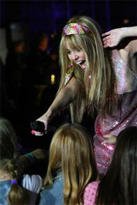 Hannah Montana & Miley Cyrus: Best of Both Worlds Concert Tour in Disney Digital  3-D Photo 6