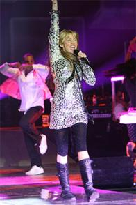 Hannah Montana & Miley Cyrus: Best of Both Worlds Concert Tour in Disney Digital  3-D Photo 4
