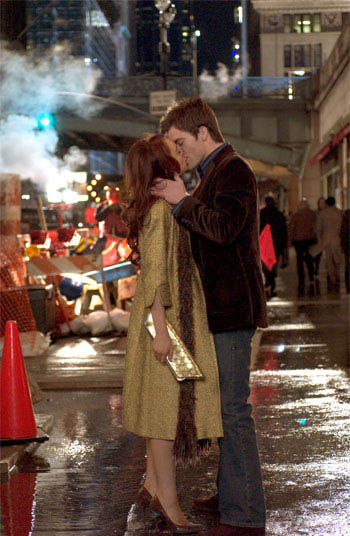 Ashley (Lindsay Lohan) and Jake (Chris Pine) find love – and extremes of fortune – in New York City, in JUST MY LUCK. - Large
