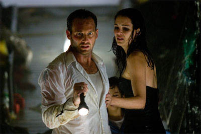 "JOSH LUCAS as Dylan Johns and JACINDA BARRETT as Maggie James in Warner Bros. Pictures' and Virtual Studios' action adventure ""Poseidon."" - Large"
