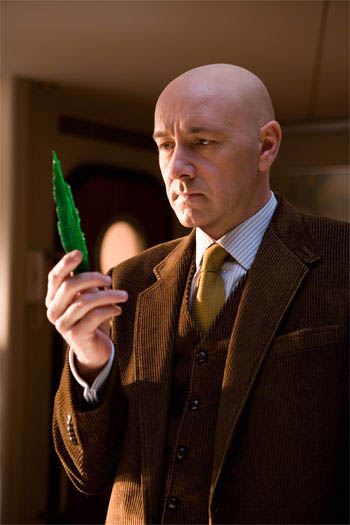 Academy Award© winner KEVIN SPACEY portrays criminal mastermind Lex Luthor, who intends to use Kryptonite to destroy the Man of Steel, in Warner Bros. Pictures' and Legendary Pictures' action adventure Superman Returns.  - Large