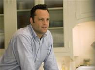 "3-Brothers Bus Tours operator Gary Grobowski (VINCE VAUGHN) in the romantic comedy ""The Break-Up""."