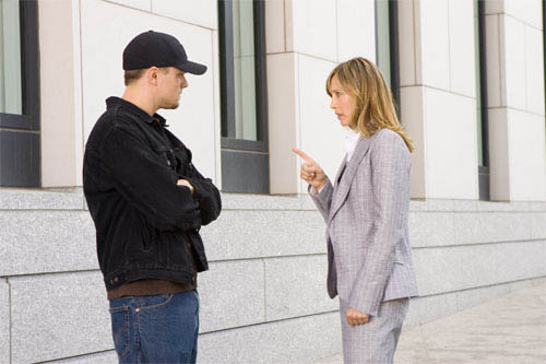 """Unaware of his assignment, Madolyn (VERA FARMIGA) finds herself attracted to undercover cop Billy Costigan (LEONARDO DiCAPRIO) in Warner Bros. Pictures' crime drama """"The Departed.""""   - Large"""
