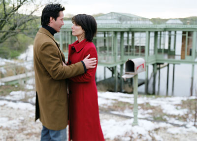 """KEANU REEVES stars as Alex Wyler and SANDRA BULLOCK stars as Kate Forster in Warner Bros. Pictures' and Village Roadshow Pictures' romantic drama """"The Lake House.""""  - Large"""