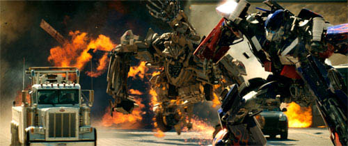 Optimus Prime battles Bonecrusher