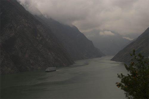 Up the Yangtze Photo 3 - Large