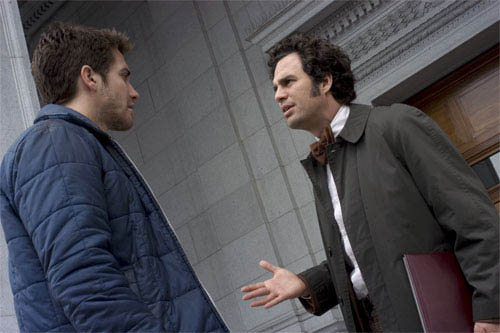 """Robert Graysmith (JAKE GYLLENHAAL, left) has a talk with Inspector Dave Toschi (MARK RUFFALO) as they follow the trail of a serial killer in Paramount Pictures and Warner Bros. Pictures' thriller """"Zodiac."""" - Large"""