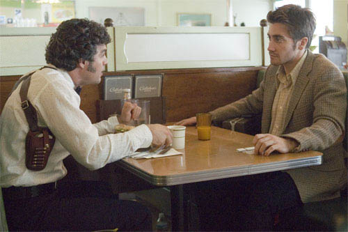 "Inspector Dave Toschi (MARK RUFFALO, left), a cop who is assigned to the case of a serial killer, meets with newspaper cartoonist Robert Graysmith (JAKE GYLLENHAAL) in Paramount Pictures and Warner Bros. Pictures' thriller ""Zodiac.""  - Large"