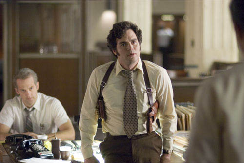 """Inspector Bill Armstrong (ANTHONY EDWARDS, left, background) and Inspector Dave Toschi (MARK RUFFALO) are assigned to the case of a serial killer in Paramount Pictures and Warner Bros. Pictures' thriller """"Zodiac.""""  - Large"""