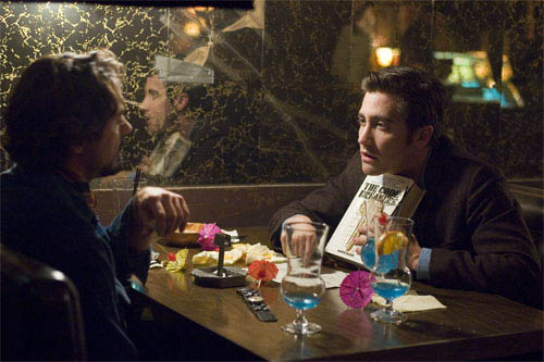 """Paul Avery (ROBERT DOWNEY JR., left) and Robert Graysmith (JAKE GYLLENHAAL, right) meet to discuss the clues and symbols left by a serial killer in Paramount Pictures and Warner Bros. Pictures' thriller """"Zodiac."""" - Large"""
